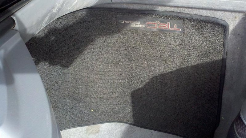 FS: TRD Off Road Mats (carpet)-2010-11-15_11-54-24_32.jpg