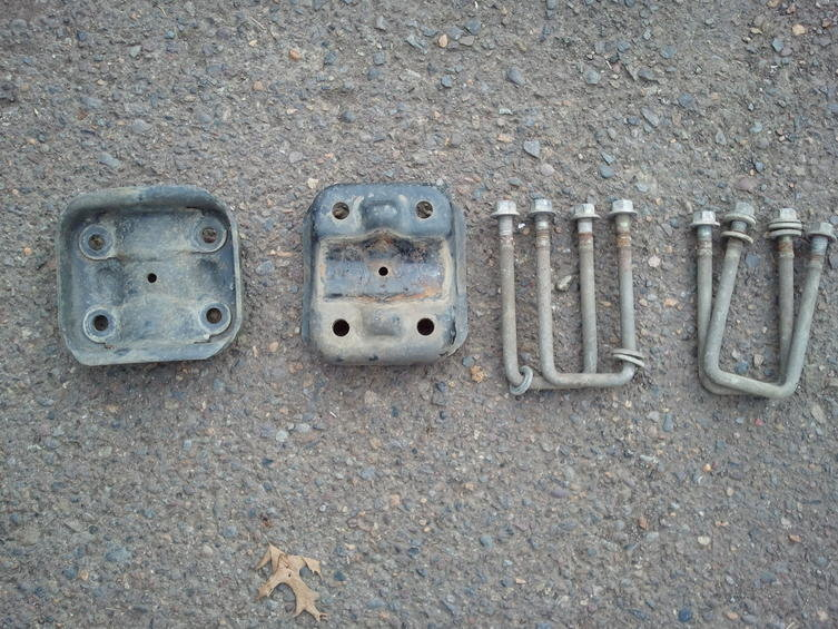 FREE: U bolts & Bottom Plates-2011-02-11-15.00.55.jpg