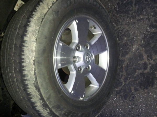 "Feeler 17"" Stock Alloys w/ tires-20121120_063844.jpg"