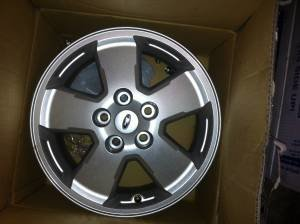 "2012 16"" Escape Wheels Less than 1,000 Middle  TN-5u65f25x33me3f13pebch7a92395a4fd31674.jpg"