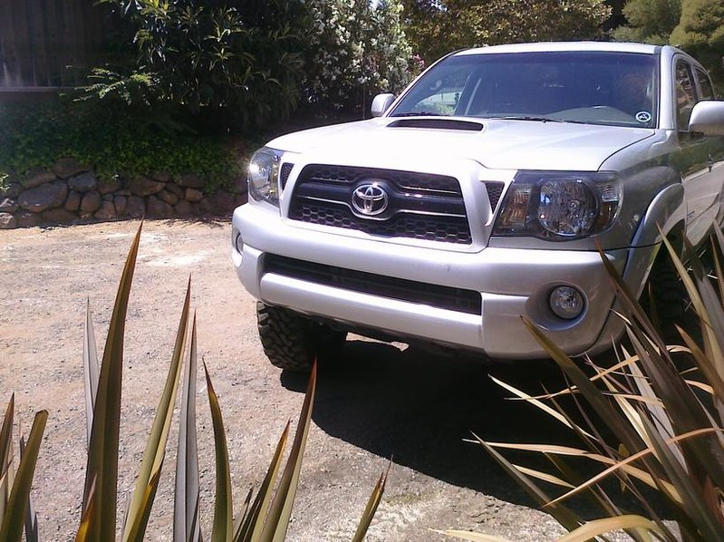 New 2011 Silver Tacoma Front Bumper/Fog Lights *For Sale*-cimg0028.jpg