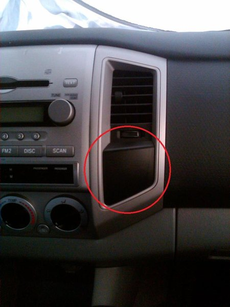 Strange Plug behind removable panel-dash-panel.jpg
