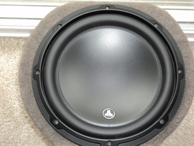 "10"" JL Audio 10w3 Subwoofer in Custom Stealthbox-dsc00408.jpg"
