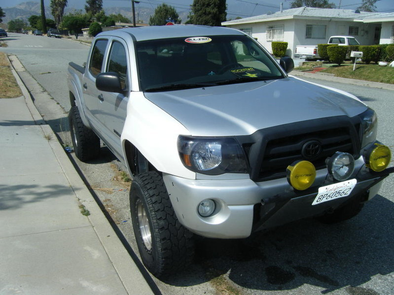 05+ tacoma fender flare question-dscf1104.jpg