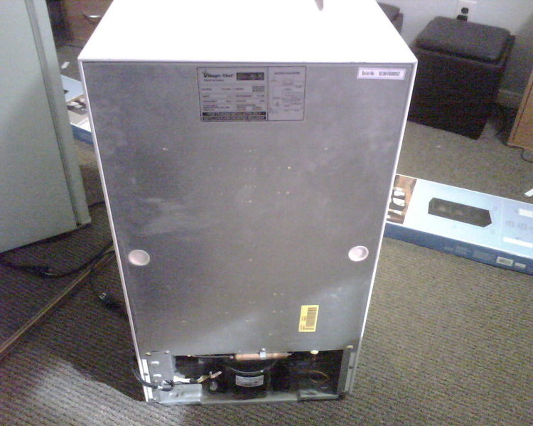San Diego: Magic Chef mini fridge - Barely Used - 32.5x18.5x19.3-fridge4.jpg