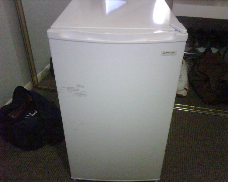 San Diego: Magic Chef mini fridge - Barely Used - 32.5x18.5x19.3-fridge5.jpg