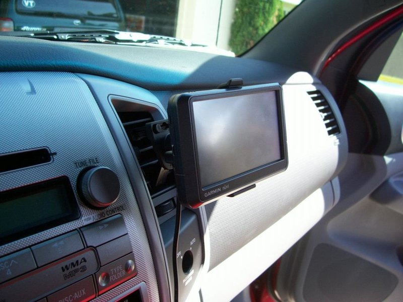My 2010 Pre-Runner Build � A Collection of Essential Mods for Every New Tacoma-gps-air-vent-mount.jpg