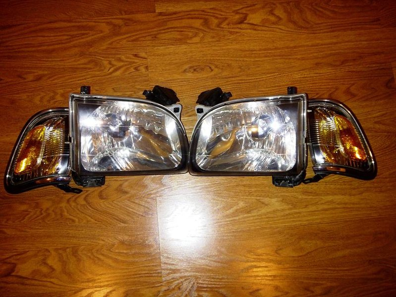 FS Headlights and Corner Lights for 2004 Tacoma-img-20110705-00001.jpg