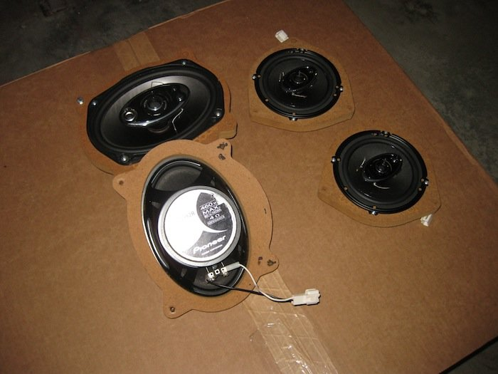 "For sale Pioneer speakers 6x9 and 6.5"" with adapters-img_0347.jpg"