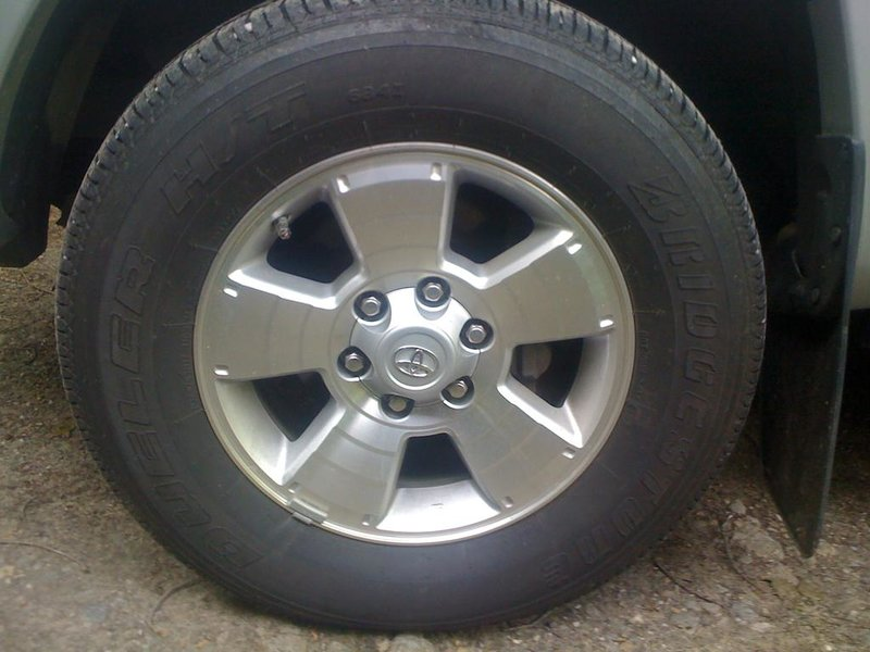 FS 2010 TRD Sport 17in Rims and Tires Lightly used-img_1136.jpg
