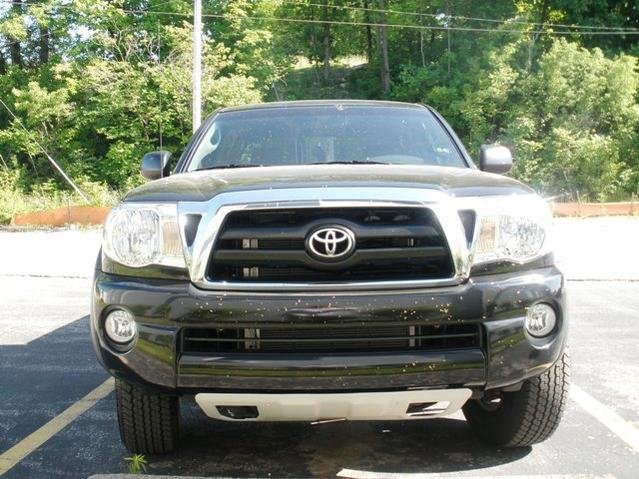 Trade: Chrome Grill Surround/Rear Bumper for Black 05+ Taco-p6190002.jpg