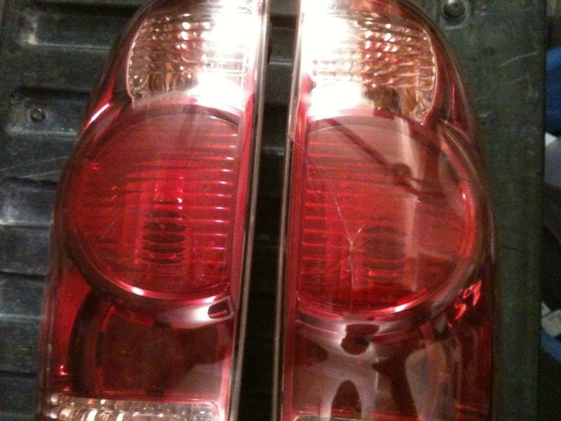 FS: 2006 OEM Tail Lights-photo-2.jpg