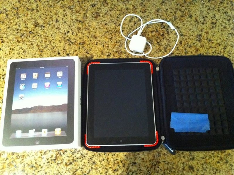 iPad 64 gig WiFi like new-photo.jpg