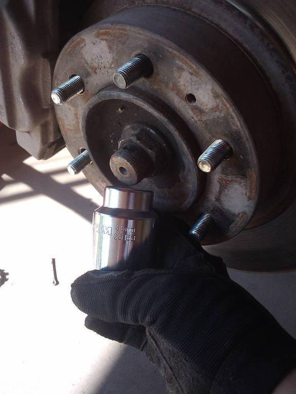 [2010 Toyota Tacoma Remove And Replace Rear Hub Assembly ...