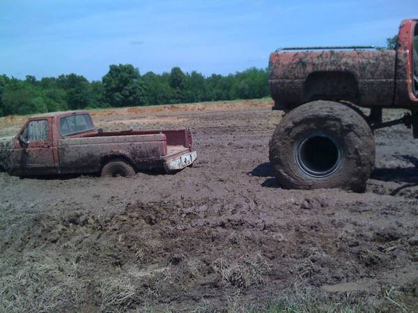 Hard to tell, but that Ford had big tires. Jones MudFest, Lockwood MO, spr.