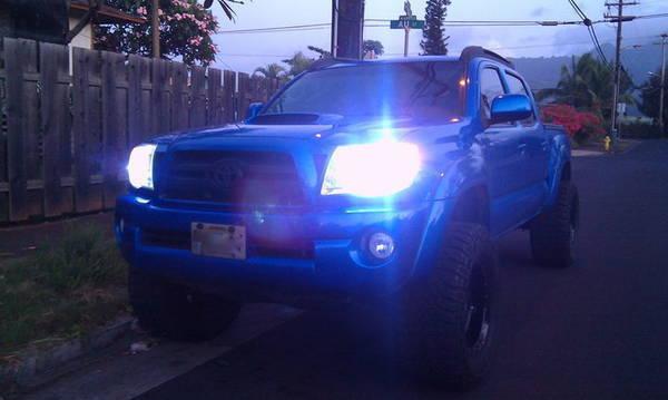 8K HiDs on speedway blue