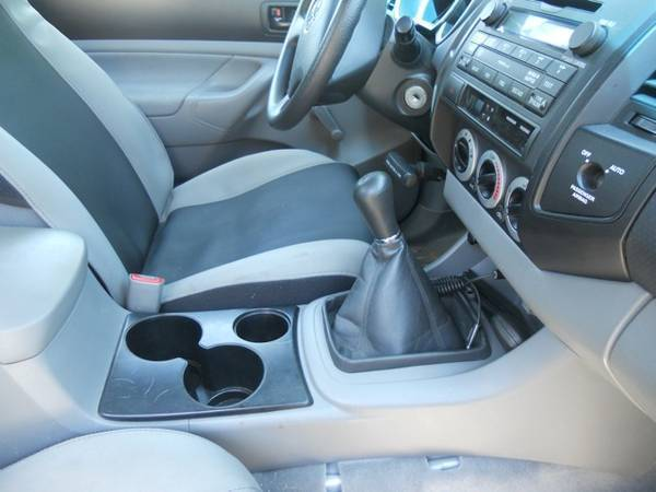 Bucket seats/center console w blacked out cupholders
