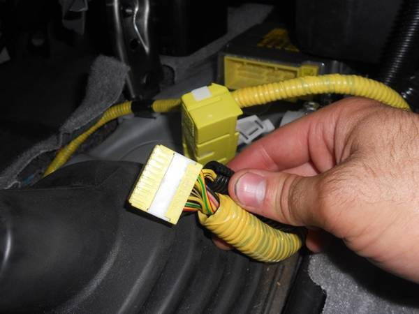 Airbag cutoff switch added to airbag computer harness