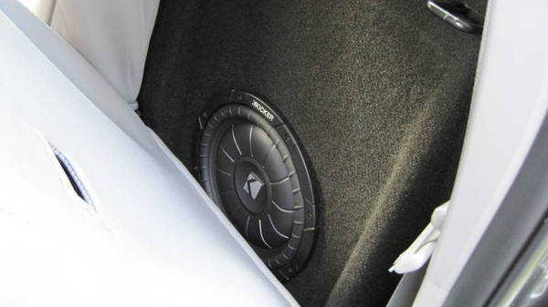 "10"" kicker sub in custom box"