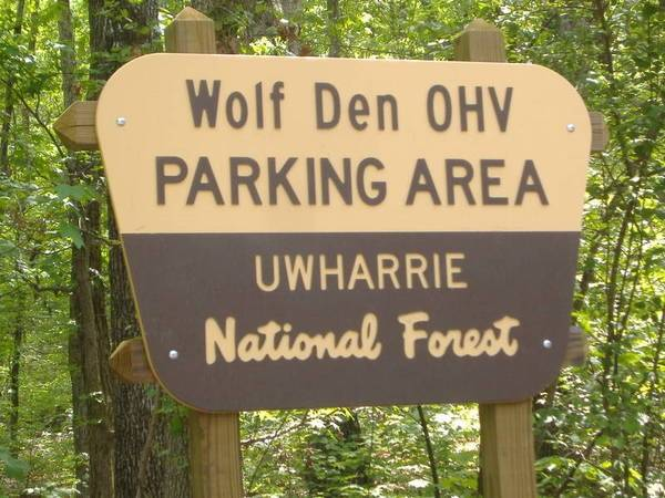 wolf's den trailhead sign