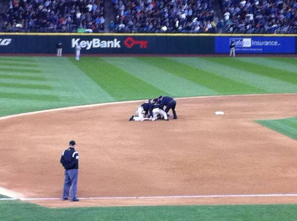 Streaker gettin tackled at the Mariners Yankees game!!