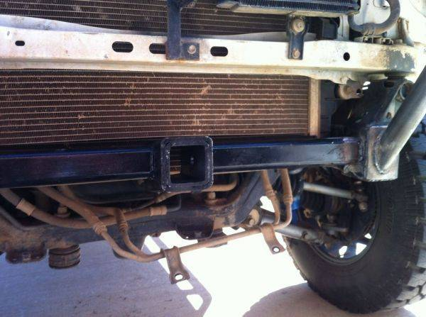 Hidden hitch behind the skid for winch use.�