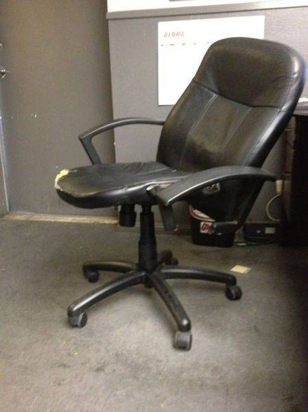 Kurtis is a fatty and broke his chair.�