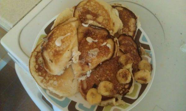 9 pancakes, 3 with banana and the other half of banana fried