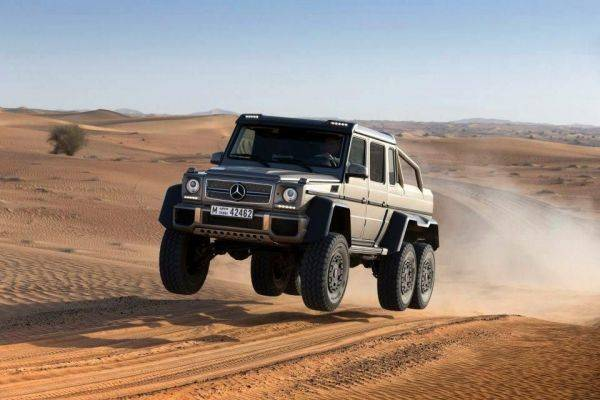 6x6 G Wagen at full droop.