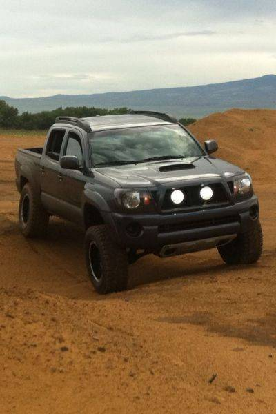 305/65/17 atz on 17x9 kmc and spider trax spacers in front�