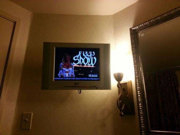 Upgraded to watching tv while taking a shit.... I love Vegas�