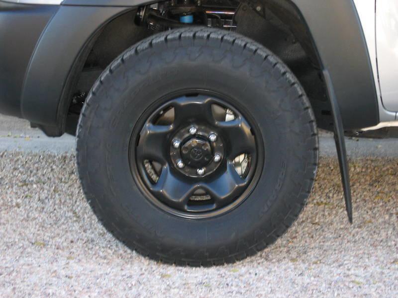 "Black 16"" Steelies with FJ Cruiser center caps (142_4209 ..."