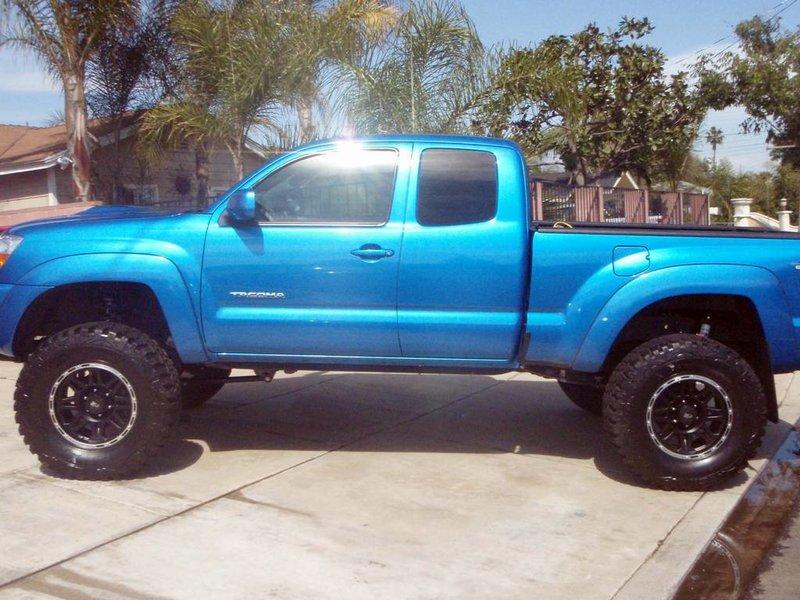 Speedway blue 6 inch lift (P4120908.jpg) | Tacoma World